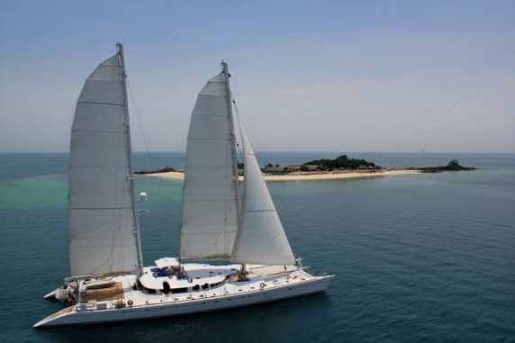 Catamaran Douce France for charter in Indonesia - Indian Ocean - SE Asia -Fiji - French Polynesia