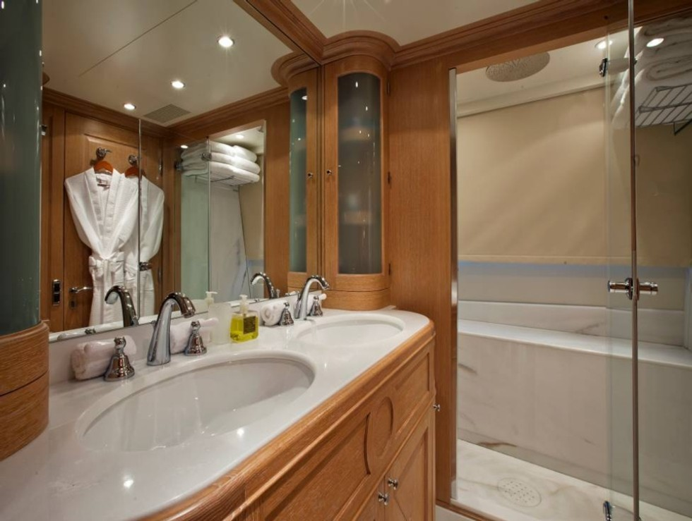 African Queen Yacht For Charter On The French Riviera