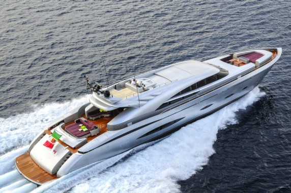 MY TOY Fast luxury yacht available in Greece