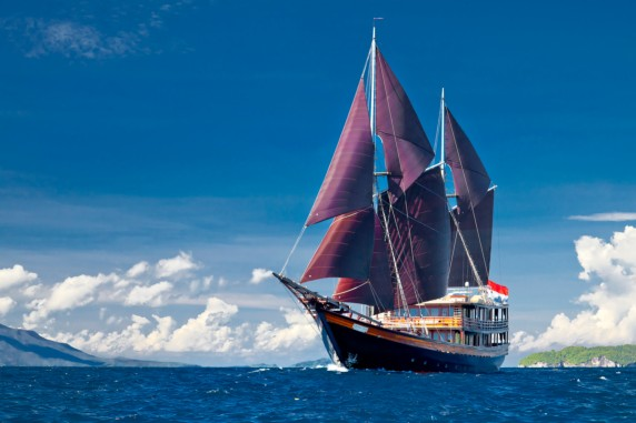 DUNIA BARU - Available for charter in Indonesia - Komodo - Raja Amput