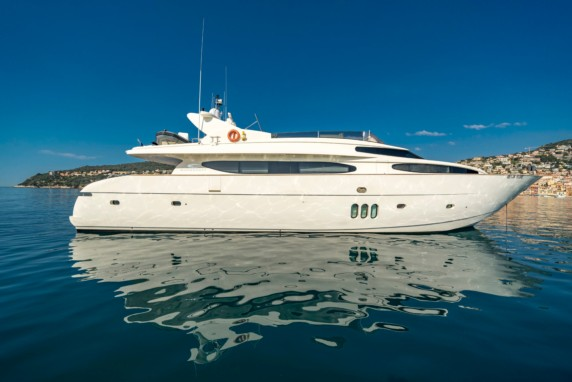 BEIJA FLORE      5 cabin yacht available in the sout of France
